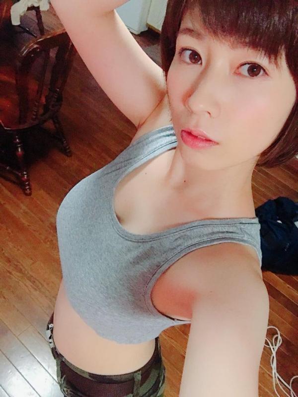 奥田咲 低身長 小柄なHカップ爆乳美女エロ画像75枚の002枚目