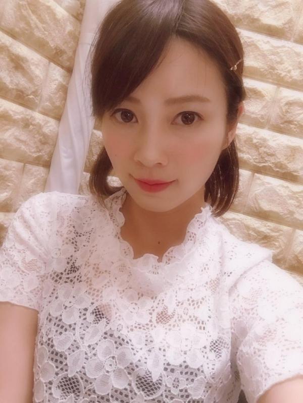 奥田咲 低身長 小柄なHカップ爆乳美女エロ画像75枚の005枚目