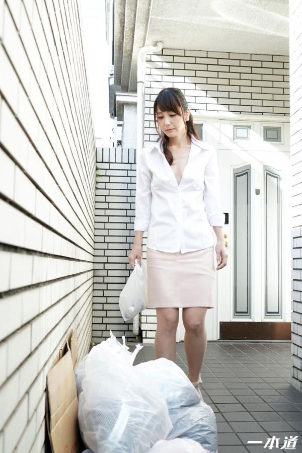 美熟女 奥村沙織 朝ゴミ出しする近所の遊び好きノーブラ奥さん画像41枚の006枚目