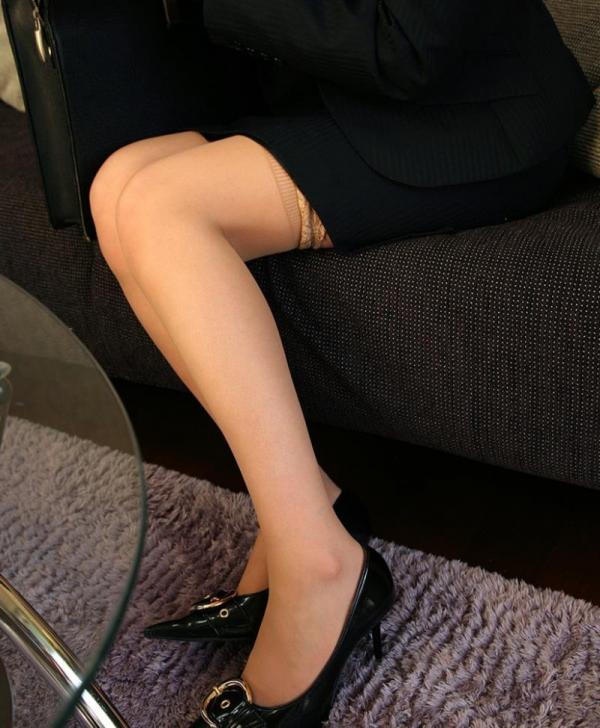 スーツOLのエロ画像 美人セールスレディの枕営業66枚の21枚目