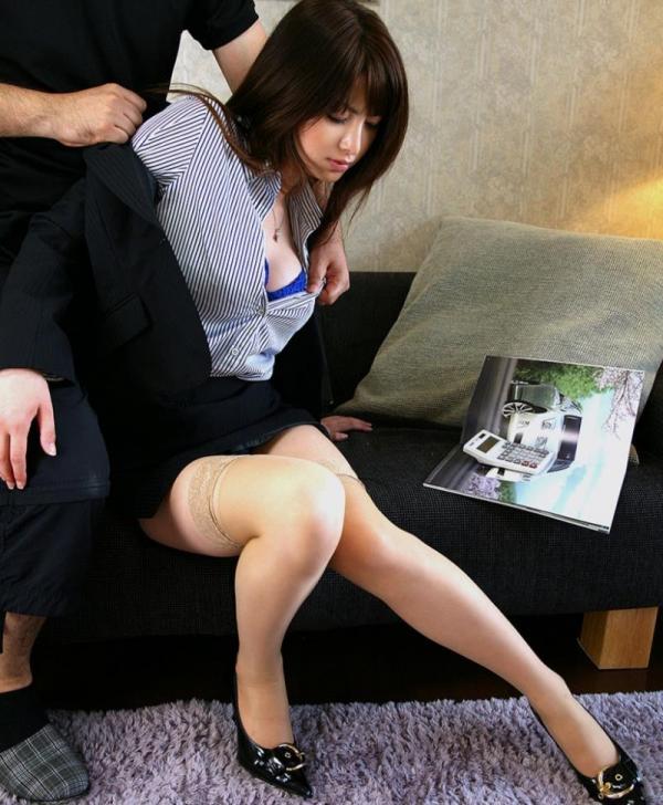 スーツOLのエロ画像 美人セールスレディの枕営業66枚の32枚目