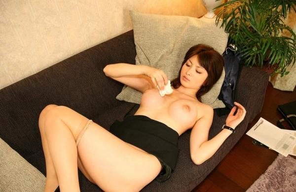 スーツOLのエロ画像 美人セールスレディの枕営業66枚の65枚目