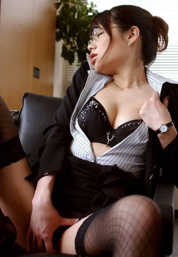 OLが社内で淫らにセックスしてる画像109枚の090枚目
