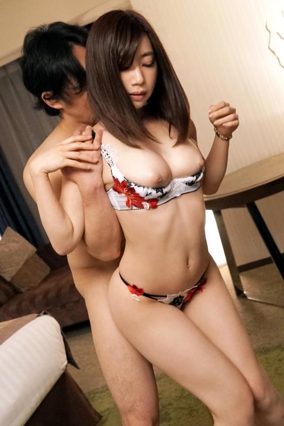 大浦真奈美(おおうらまなみ)スリムで巨乳な美少女エロ画像88枚のb015枚目