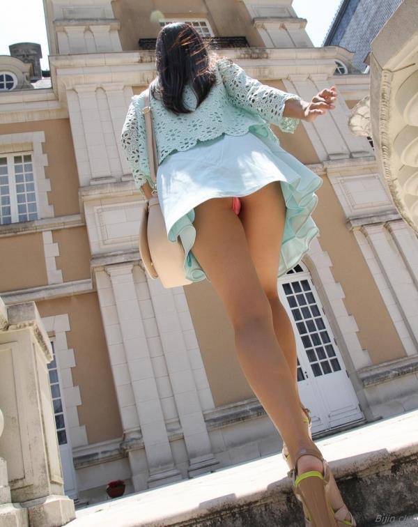 パンチラ画像 スカートの中がチラリと色々な角度から100枚の2