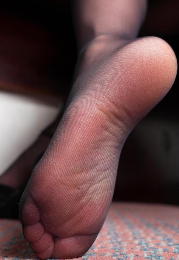 パンストつま先画像 美女の艶っぽい足先足裏60枚の33枚目