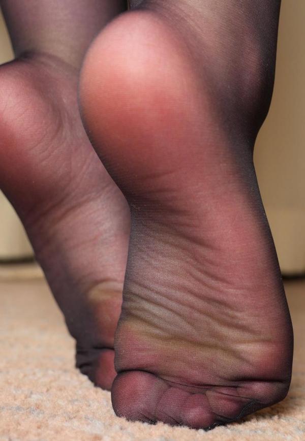 パンストつま先画像 美女の艶っぽい足先足裏60枚の47枚目