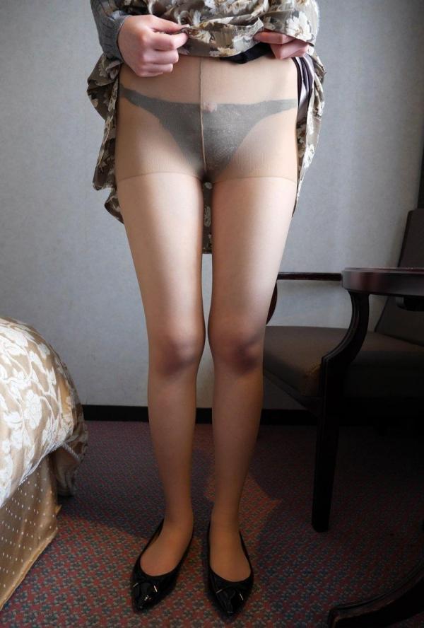 パンストのエロ画像 脚が透ける大人の色気70枚のの05枚目