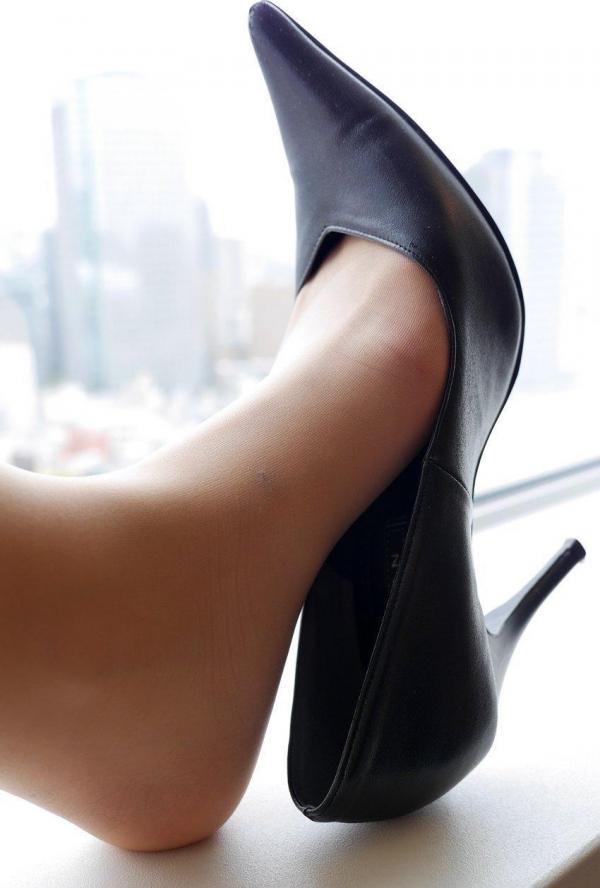 パンストのエロ画像 脚が透ける大人の色気70枚のの06枚目