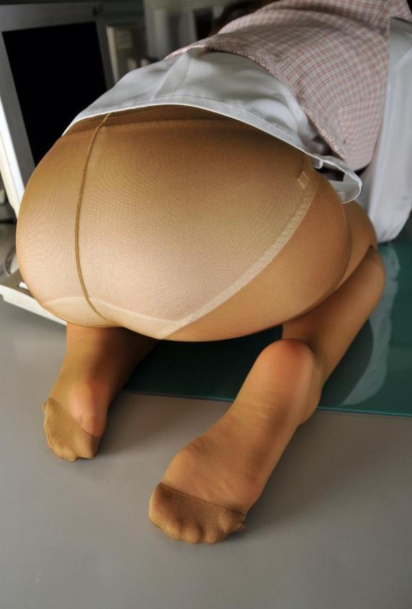 パンストのエロ画像 脚が透ける大人の色気70枚のの11枚目