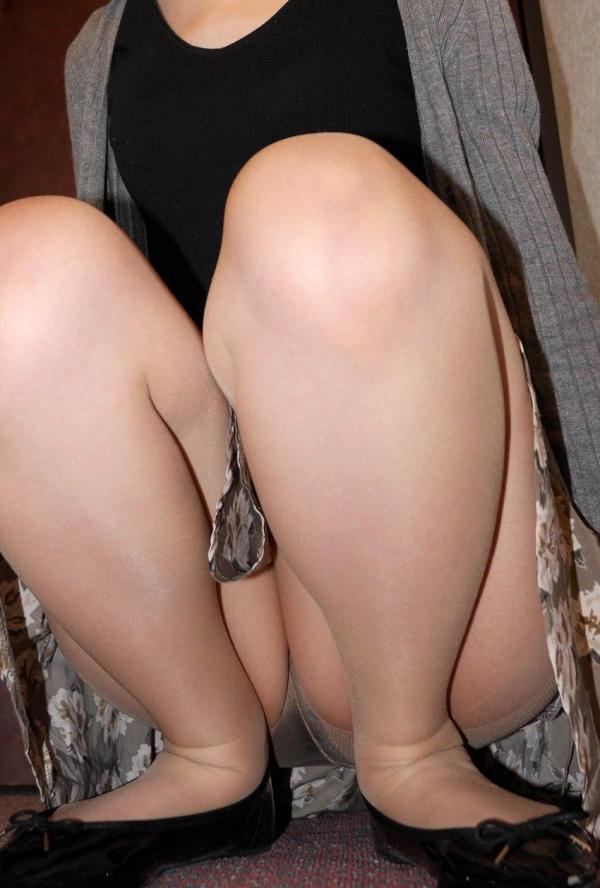 パンストのエロ画像 脚が透ける大人の色気70枚のの17枚目