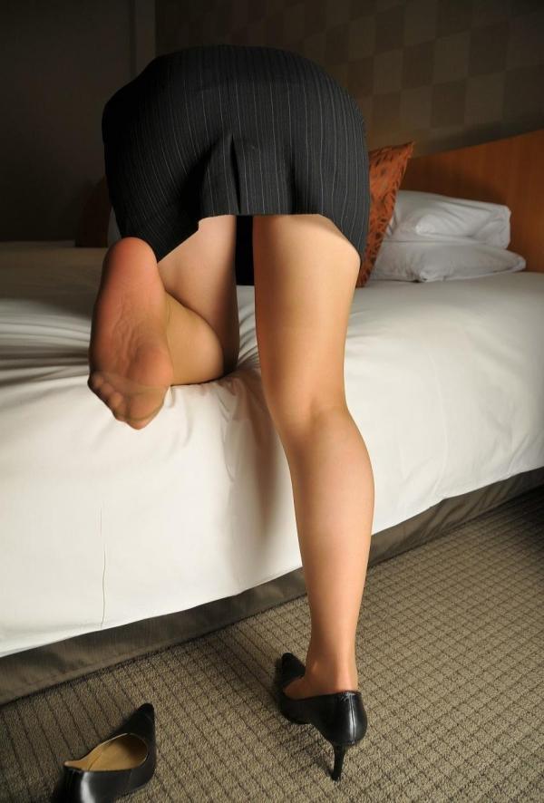 パンストのエロ画像 脚が透ける大人の色気70枚のの22枚目