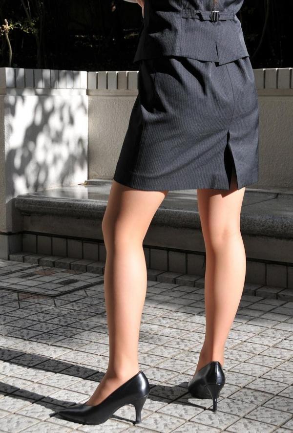 パンストのエロ画像 脚が透ける大人の色気70枚のの25枚目