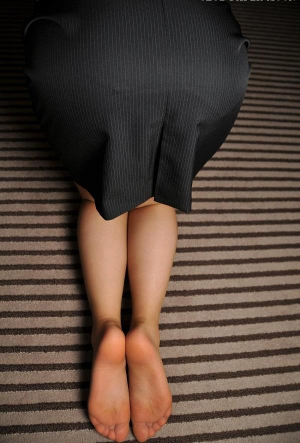 パンストのエロ画像 脚が透ける大人の色気70枚のの33枚目