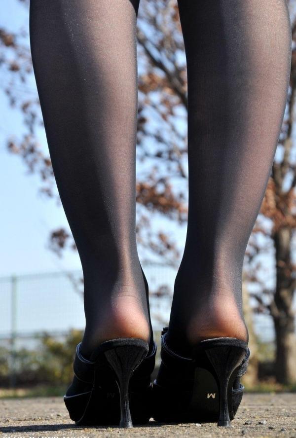 パンストのエロ画像 脚が透ける大人の色気70枚のの35枚目