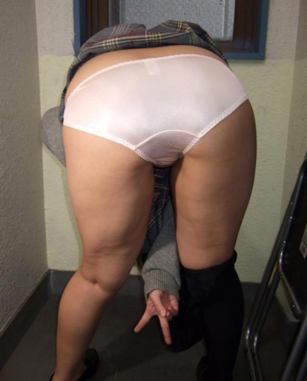 女子校生のパンティ画像 今から脱ぐので私のシミ付きパンツ見てください!JKこよみ70枚の41枚目