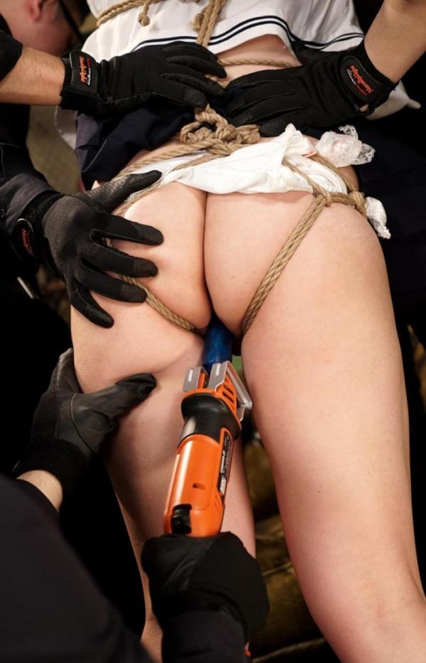 凌辱画像 拘束され複数の男達に辱められる女40枚の04枚目