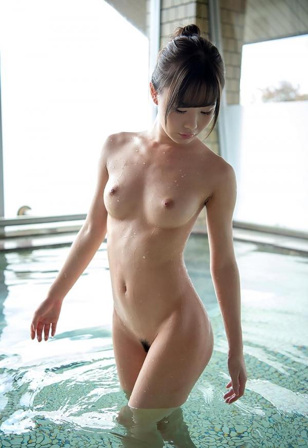 性欲モンスターの坂道みるさん、15本のチンポを前に歓喜する エロ画像60枚のb07枚目
