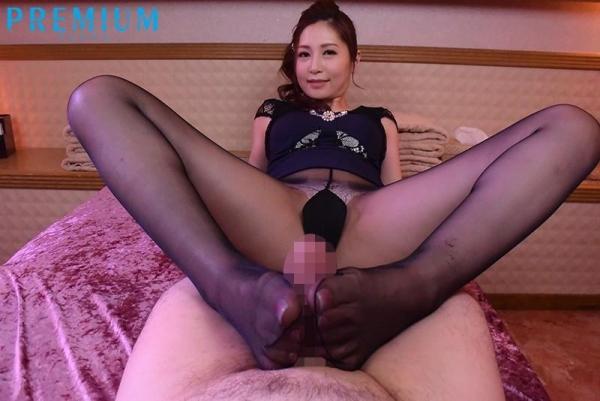 佐々木あき 美しい人妻熟女のエロ画像 d010
