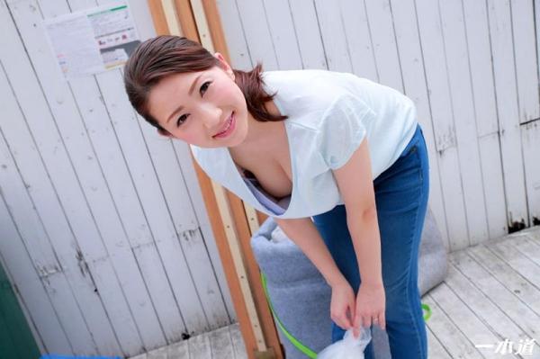 朝ゴミ出しするノーブラ奥さん、彩月あかりエロ画像54枚のa03枚目