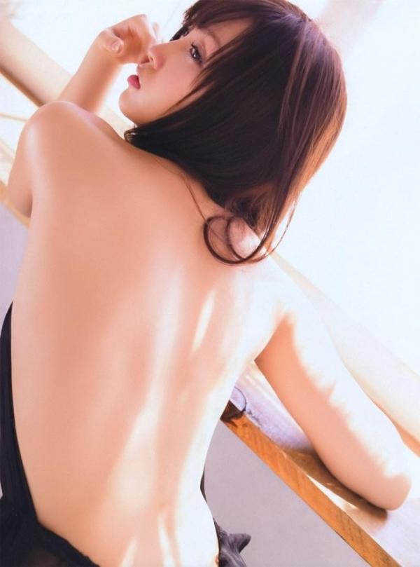 背中のエロ画像 艶やかで色っぽい背筋の後ろ美人50枚の14枚目