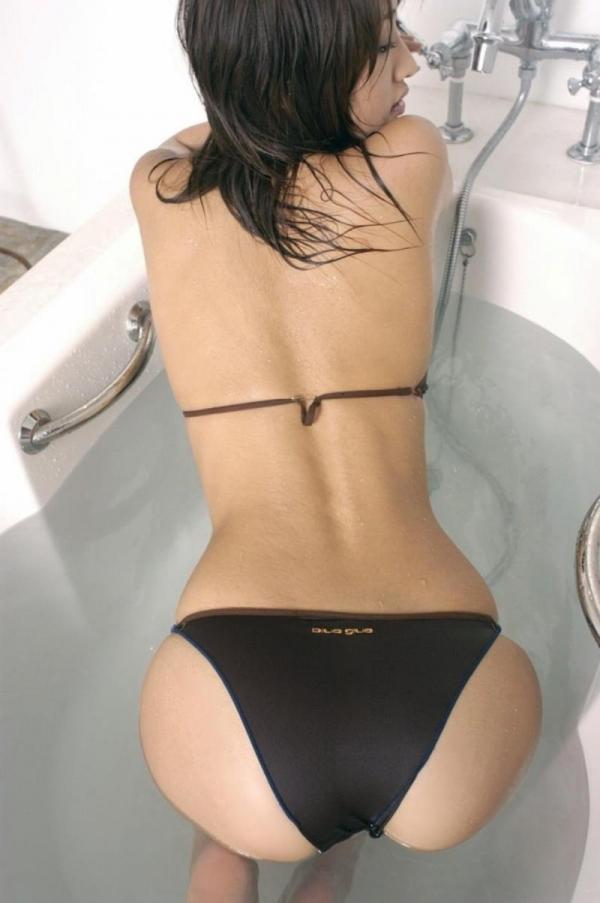 背中のエロ画像 艶やかで色っぽい背筋の後ろ美人50枚の25枚目