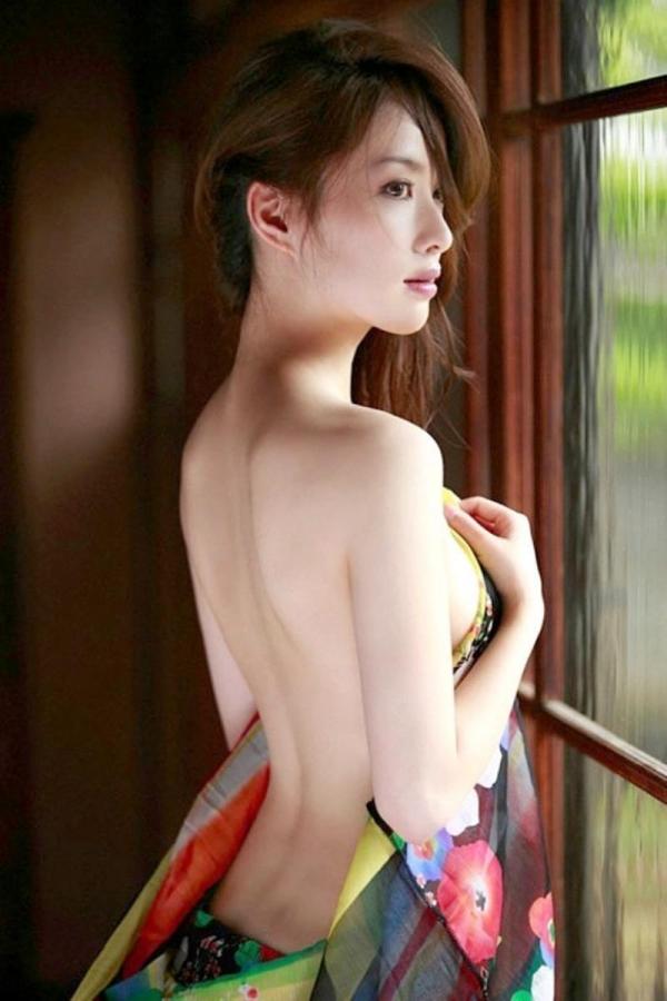 背中のエロ画像 艶やかで色っぽい背筋の後ろ美人50枚の44枚目