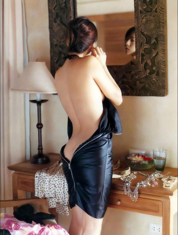 背中のエロ画像 艶やかで色っぽい背筋の後ろ美人50枚の50枚目