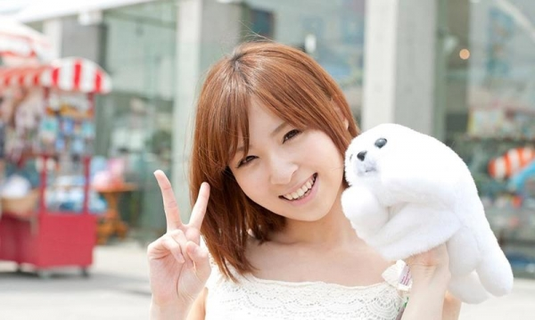 椎名ひかる 色白美乳の可愛い妹系 エロ画像80枚の011枚目