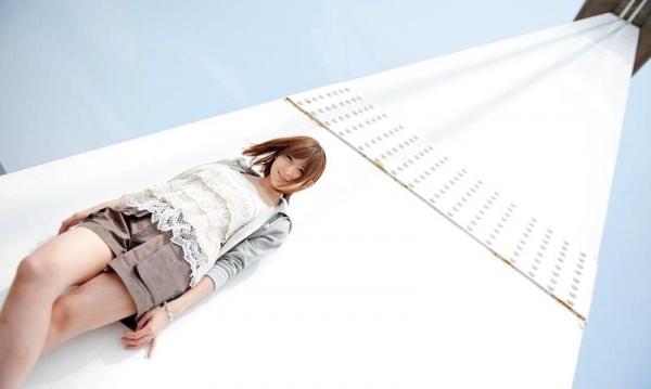 椎名ひかる 色白美乳の可愛い妹系 エロ画像80枚の013枚目