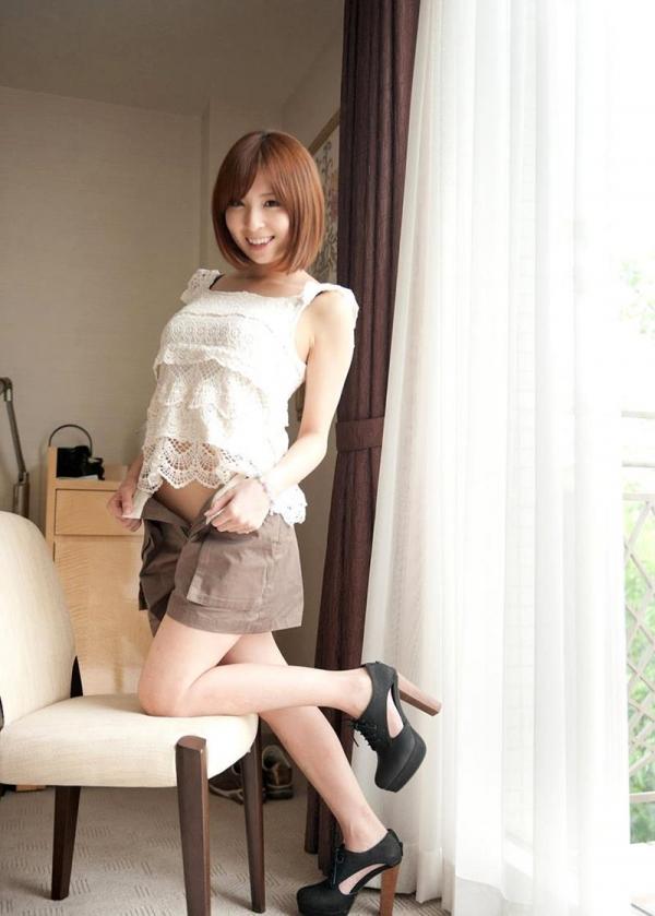 椎名ひかる 色白美乳の可愛い妹系 エロ画像80枚の017枚目
