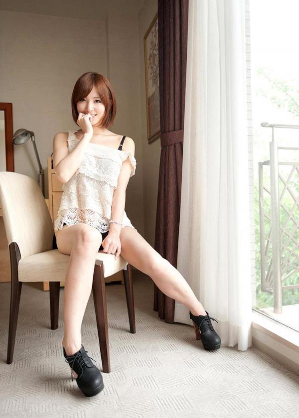 椎名ひかる 色白美乳の可愛い妹系 エロ画像80枚の020枚目