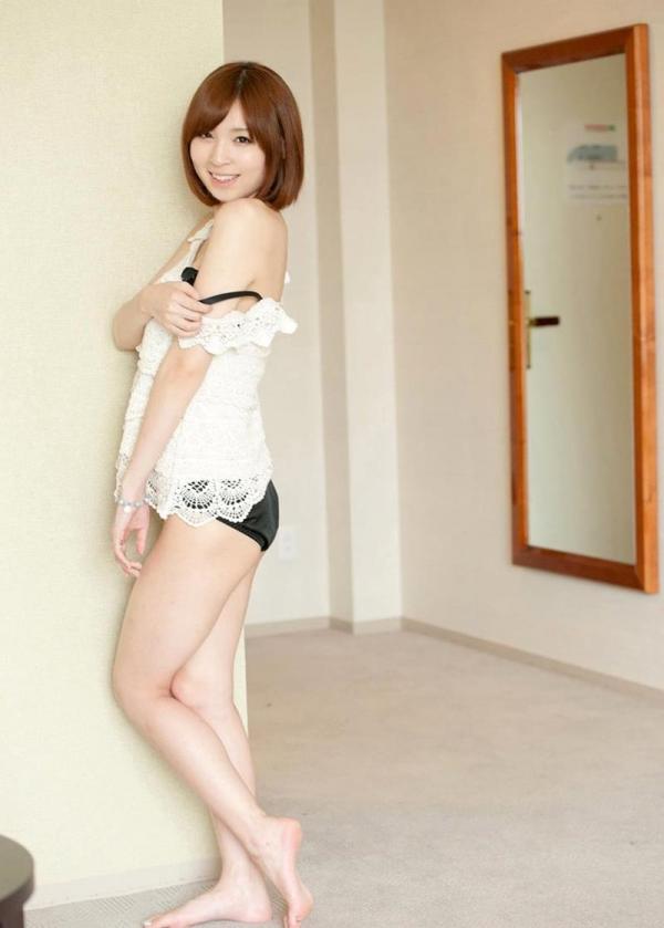 椎名ひかる 色白美乳の可愛い妹系 エロ画像80枚の022枚目