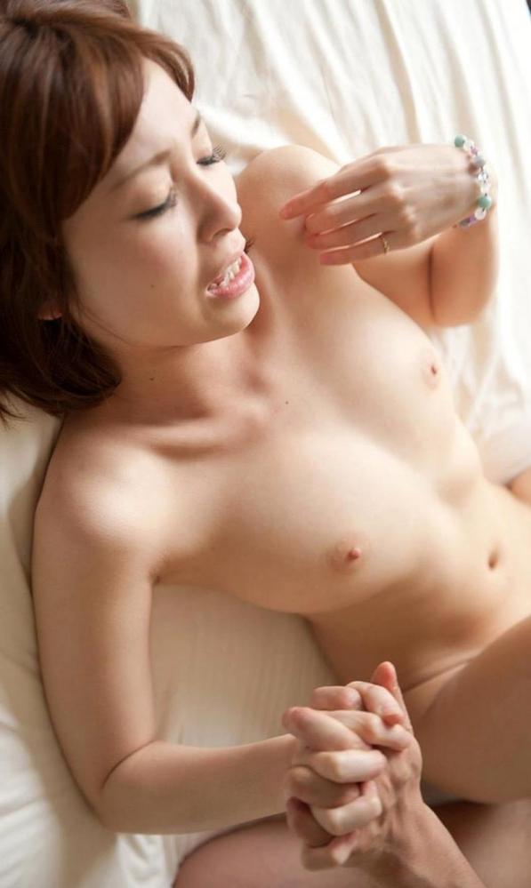 椎名ひかる 色白美乳の可愛い妹系 エロ画像80枚の063枚目