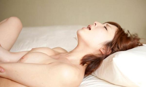 椎名ひかる 色白美乳の可愛い妹系 エロ画像80枚の079枚目