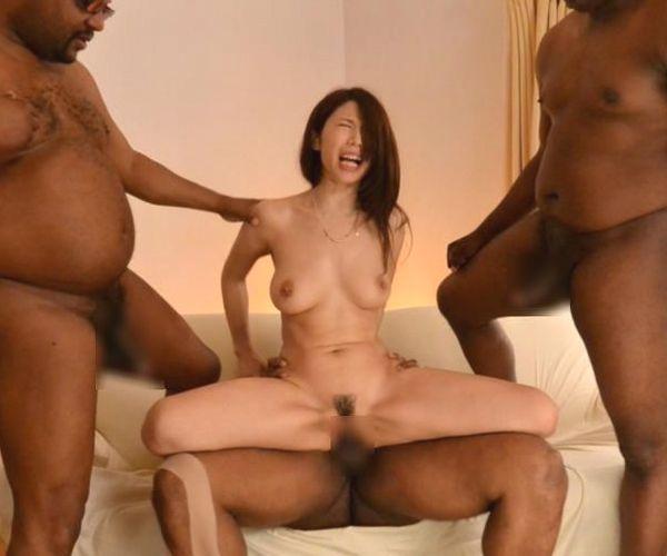 美熟女が巨根の黒人3人と4Pセックス!篠田あゆみ画像24枚の1