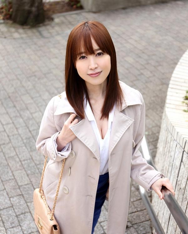 篠田ゆう たわわな巨乳の美女ハメ撮り画像90枚の002枚目
