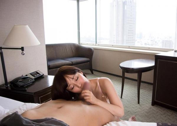 篠田ゆう たわわな巨乳の美女ハメ撮り画像90枚の047枚目
