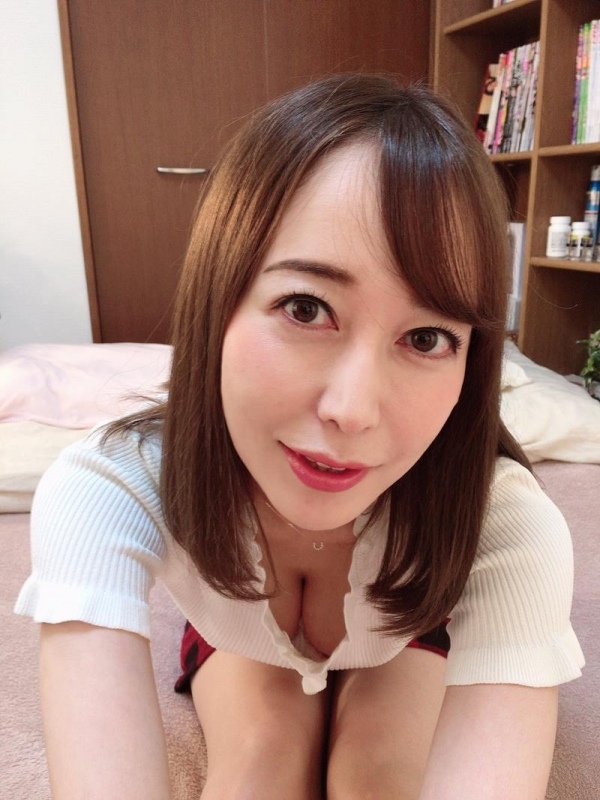 篠田ゆう FANZAでAV女優ランキング常連の巨乳美女エロ画像53枚のa07枚目
