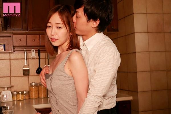 篠田ゆう FANZAでAV女優ランキング常連の巨乳美女エロ画像53枚のc02枚目