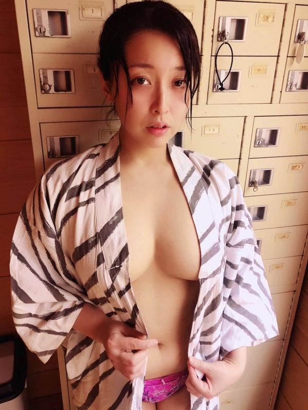 篠崎かんな ムッチムチ巨乳で肉感美尻の美女エロ画像82枚のa01枚目