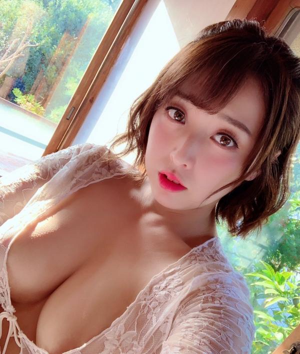 篠崎かんな ムッチムチ巨乳で肉感美尻の美女エロ画像82枚のa06枚目
