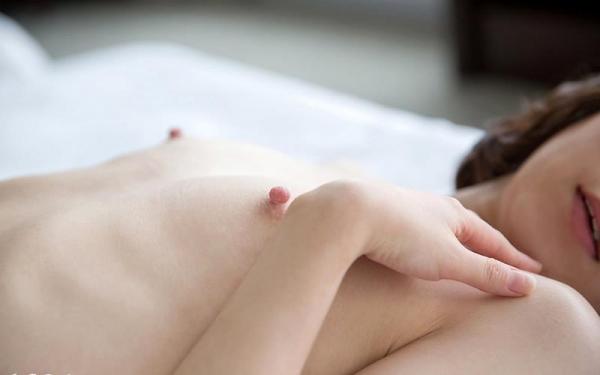 篠崎みお ピンク乳首の微乳スレンダー娘エロ画像80枚の013枚目