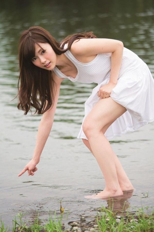 8月20日は白石麻衣さん27歳のお誕生日ですエロ画像34枚のa27枚目
