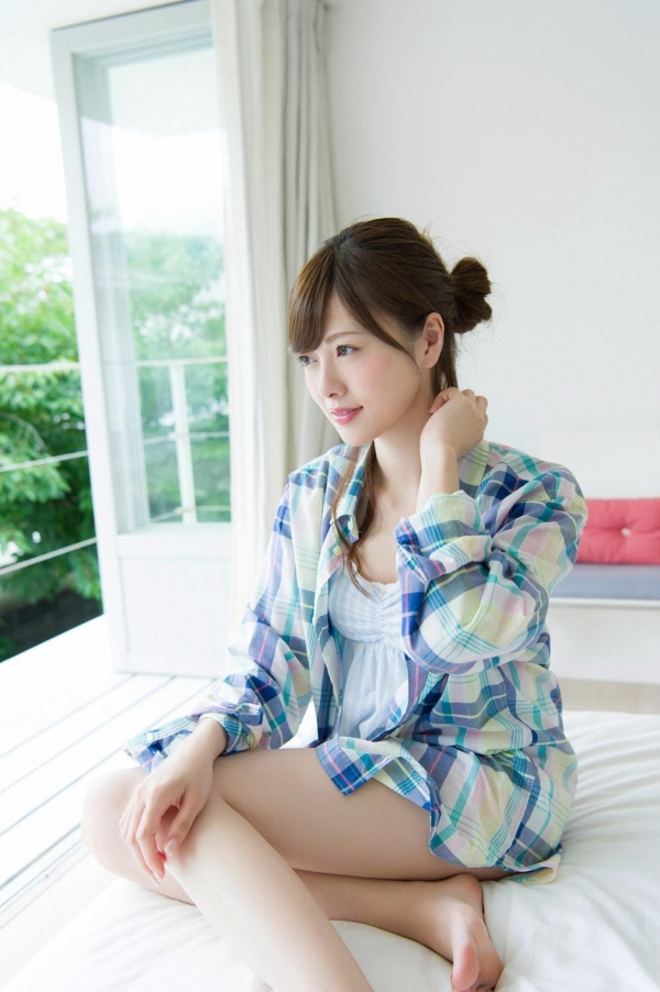 白石麻衣の水着姿と生田絵梨花いくまい仲良しツーショット画像50枚の402番
