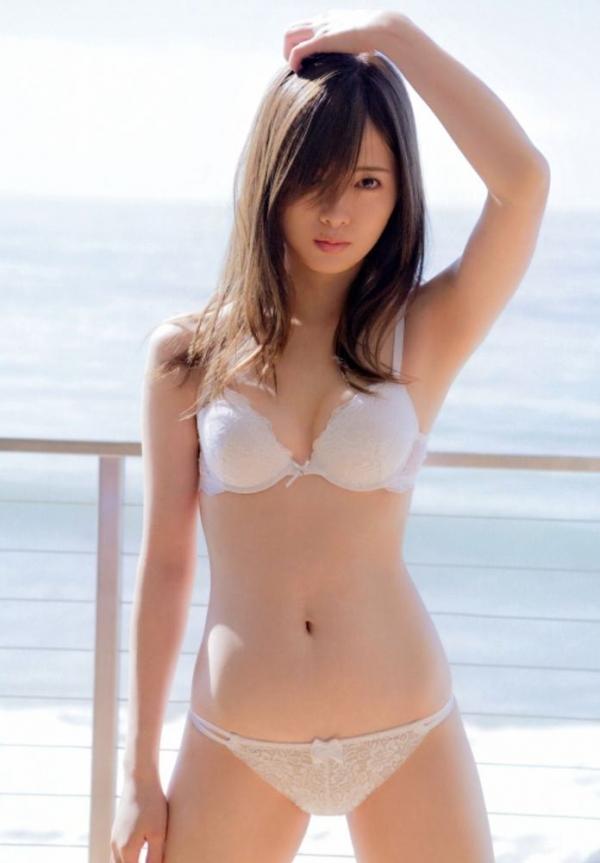 白石麻衣の水着姿と生田絵梨花いくまい仲良しツーショット画像50枚の433番