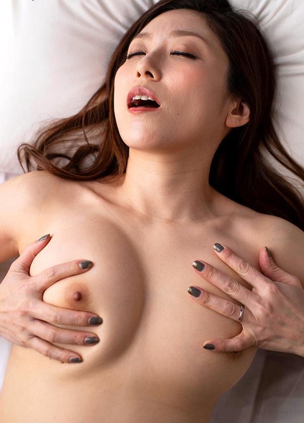 酔っ払いにガンガン突かれてイッテしまった熟女の白木優子さんエロ画像38枚のb07枚目