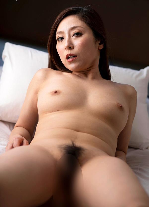 酔っ払いにガンガン突かれてイッテしまった熟女の白木優子さんエロ画像38枚のb11枚目