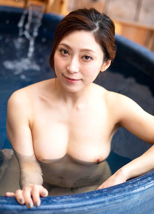 酔っ払いにガンガン突かれてイッテしまった熟女の白木優子さんエロ画像38枚のb14枚目