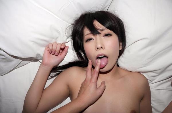 舌出しエロ画像 悩ましげにベロを出すエッチな女75枚の010枚目